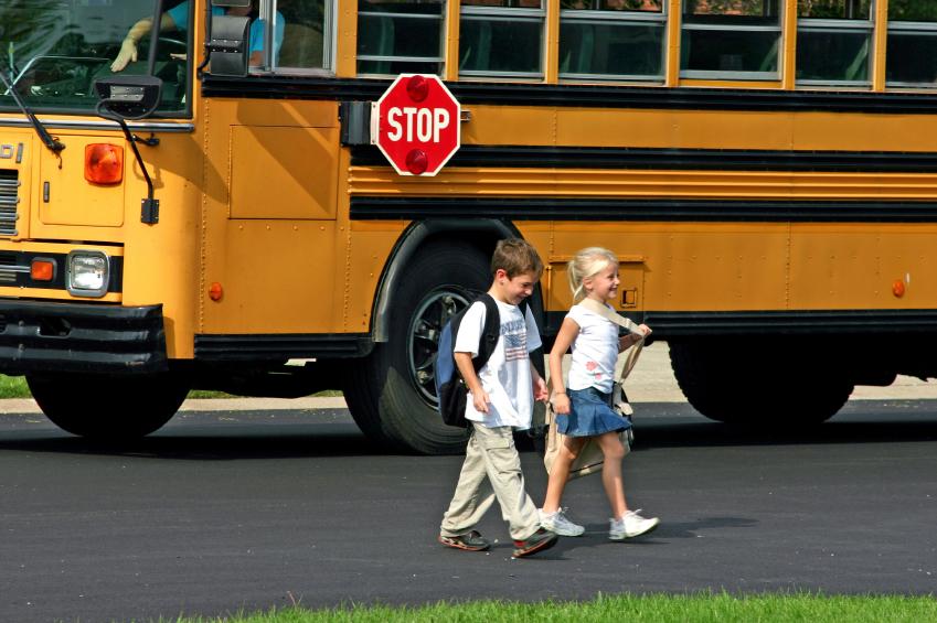 Children_in_front_of_bus